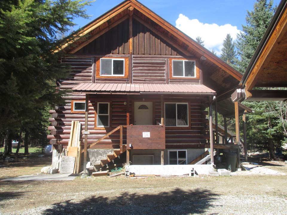 3 Bedroom Yaak Log Home for Sale